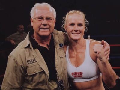 Holly Holm e o pai (Foto: Reprodução/Youtube)