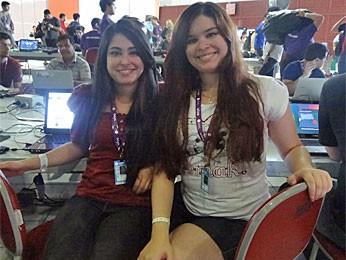 As irmãs Laura e Julia Santos Humberto vieram de Alagoas para a CP Recife (Foto: Gabriela Alcântara/G1)