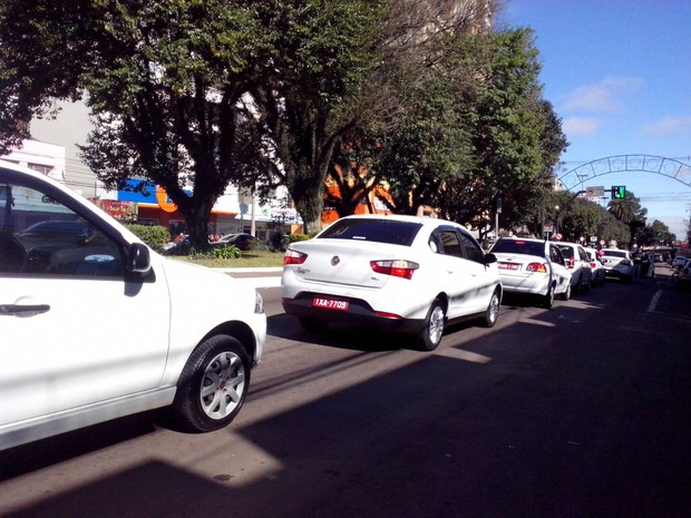 Taxistas protestam após desaparecimento de colega em Passo Fundo (Foto: Fabio Lehmen/RBS TV)