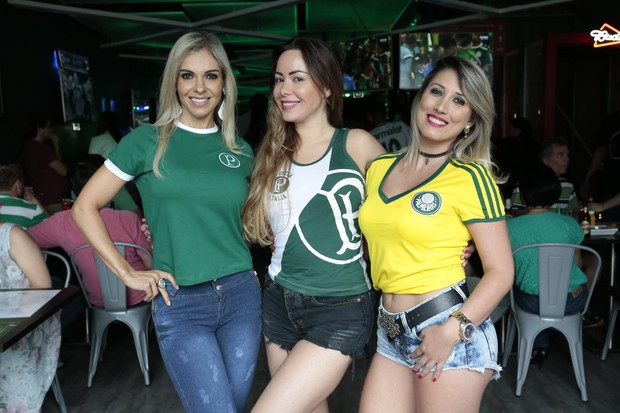 Fernanda Martinelli, Ju Isen e Rô Fraga se unem em torcida pelo Palmeiras (Foto: Rafael Cusato/EGO)