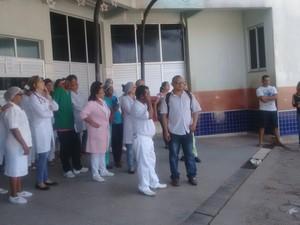 Funcionários do Socorrão 2 protestam contra insegurança no local (Foto: Danilo Quixaba/Mirante AM)