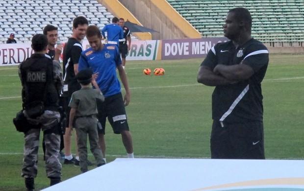 Neymar criança policial (Foto: Lincoln Chaves)