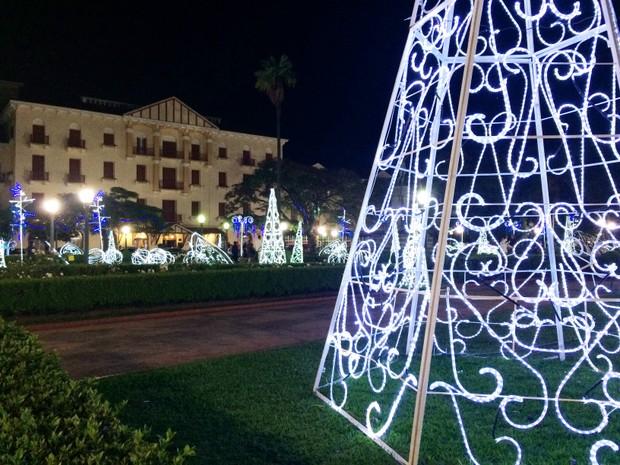 Águas termais são tema da decoração de Natal em Poços de Caldas (MG). (Foto: Lúcia Ribeiro/G1)