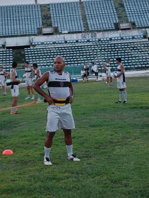 Gil Bala, treina no Botafogo-PB (Foto: Lucas Barros / Globoesporte.com/pb)
