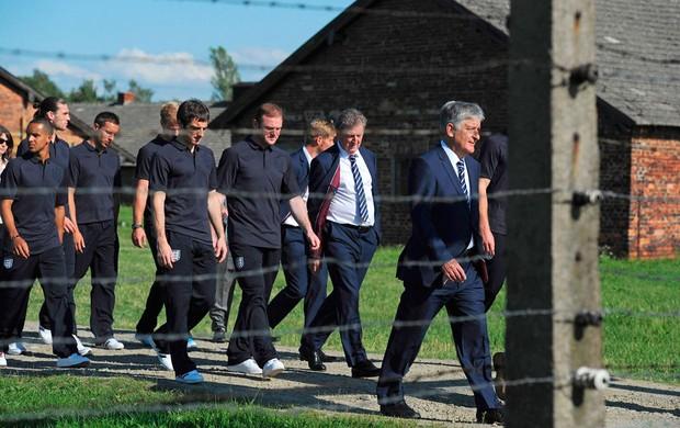 jogadores inglaterra auschwitz campo de concentração (Foto: Agência Reuters)