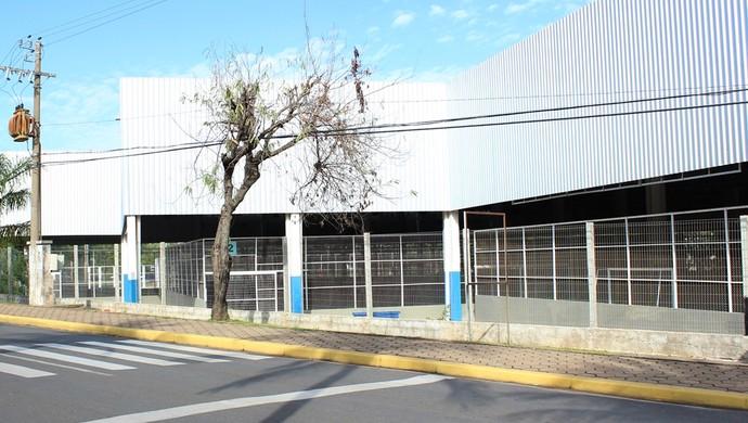 Quadras externas UFMT (Foto: Olímpio Vasconcelos)