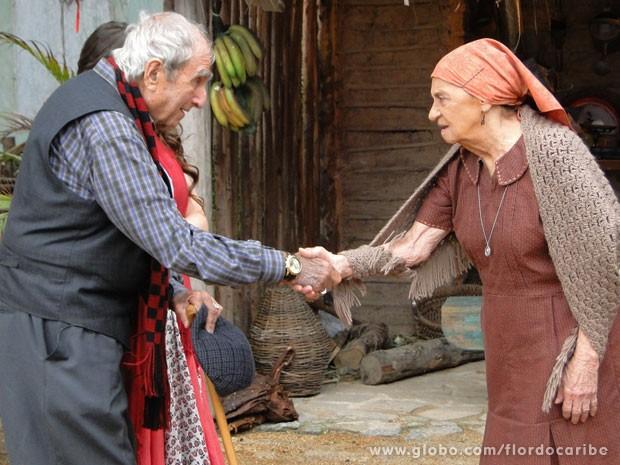 Veridiana decide ir atrás de um namorado para Ariana junto com Manolo (Foto: Flor do Caribe / TV Globo)