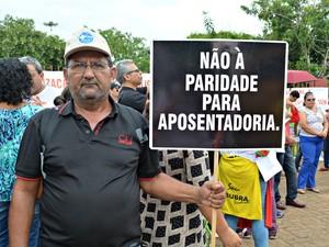 Agente de saúde participou da manifestação contra a PEC do teto dos gastos em Porto Velho (Foto: Hosana Morais/G1)