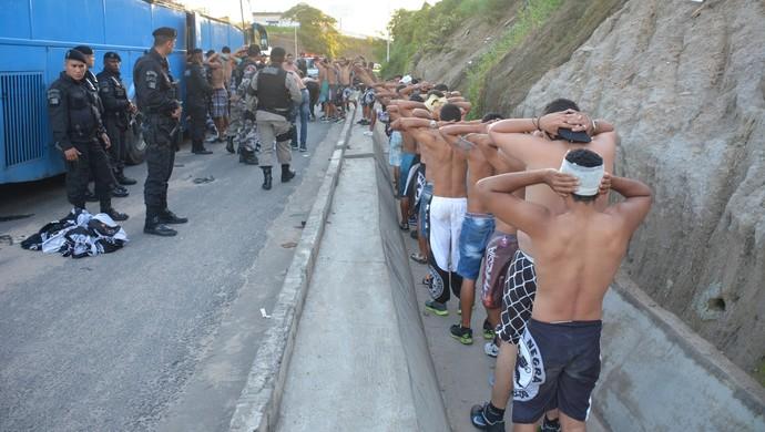 briga, torcida asa, botafogo-pb (Foto: Walter Paparazzo / GloboEsporte.com)