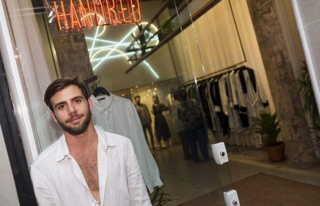 André Namitala celebra loja da Handred (Foto: Bruno Machado/ Divulgação)