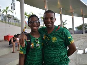 Pai e filho esperam ver Camarões na final da Copa do Mundo (Foto: Yuri Marcel/G1)