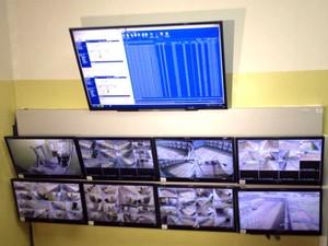 As 40 câmeras são monitoradas por câmeras, conforme engenheiro da empresa dos bloqueadores (Foto: Pedro Mathias/G1)