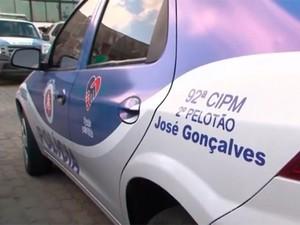 Viatura é doada à PM após série de assaltos em distrito da Bahia (Foto: Reprodução/TV Bahia)