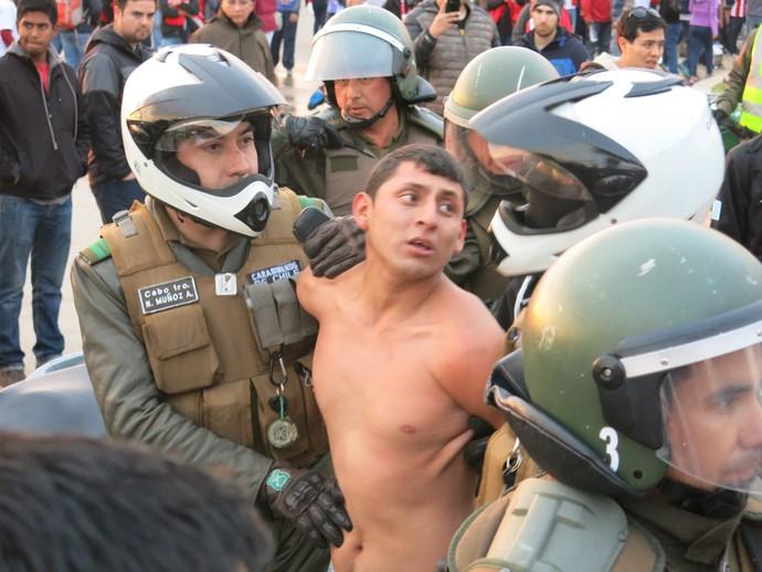 torcedor preso confusao peru venezuela (Foto: Edgard Maciel de Sá)