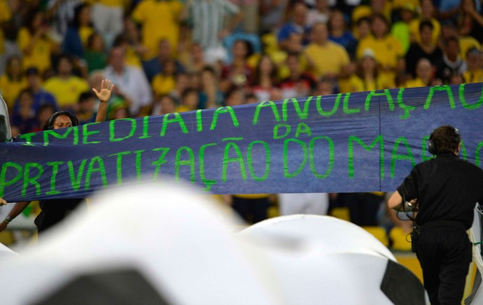 Protesto cerimonia encerramento Maracanã (Foto: Dhavid Normando/Futura Press)