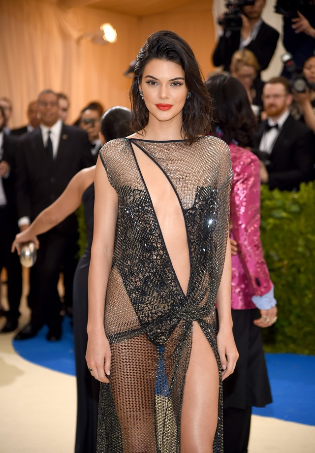 Tramas, recortes e transparências: Kendall Jenner  (Foto: Getty Images)
