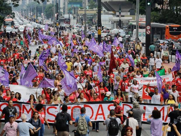 Mulheres e ativistas fazem protesto marcando o Dia Internacional da Mulher na Avenida Paulista, em São Paulo (Foto: Nelson Antoine/Frame/Estadão Conteúdo)