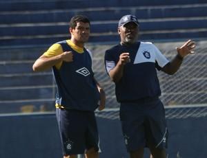 Rafael Paty conversa com Cacaio durante treino no Remo (Foto: Everaldo Nascimento/O Liberal)
