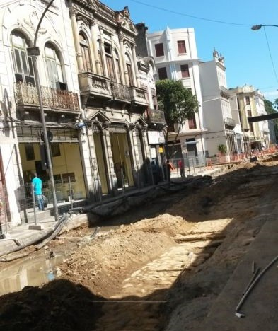 O canteiro de obras do VLT na Rua da Constituição