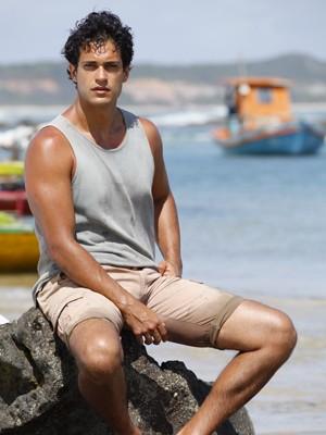 Raphael Viana será Hélio (Foto: Flor do Caribe / TV Globo)