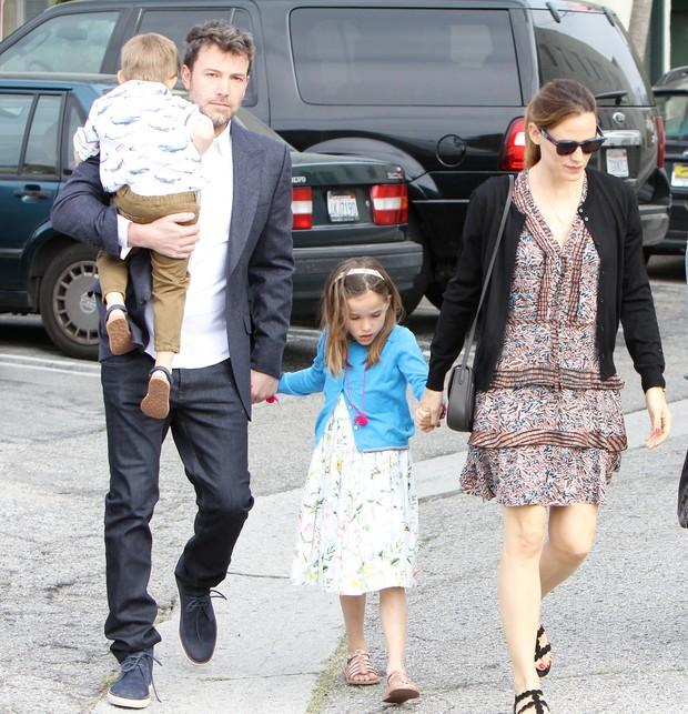 Ben Affleck, Jennifer Garner e filhos (Foto: Grosby Group)