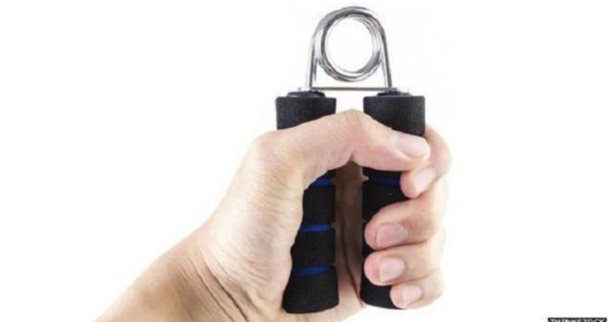 Força do punho ajuda a prever chance de ataque cardíaco e derrame, diz estudo