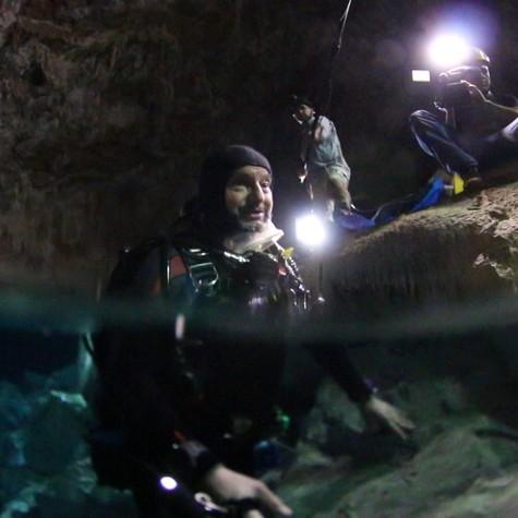Ernesto Paglia mergulha em Bonito (Foto: TV Globo)