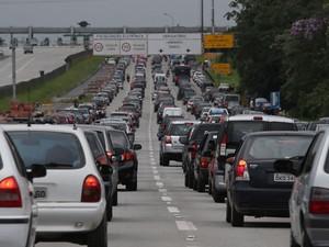 Congestionamento na Imigrantes na volta a São Paulo (Foto: JF DIORIO/ESTADÃO CONTEÚDO)