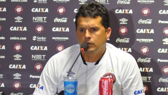 Claudinei Oliveira, técnico do Atlético-PR (Foto: Site oficial do Atlético-PR/Divulgação)