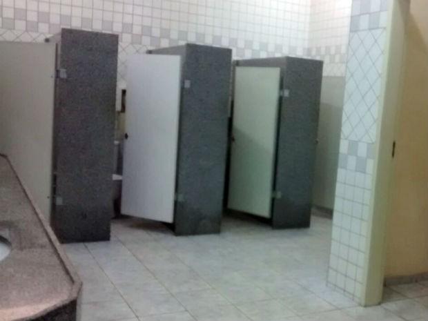 Incidente aconteceu dentro de banheiro da UFRN na segunda (23) (Foto: Amanda Porfírio/G1)