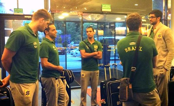 seleção brasileira masculina de vôlei chega a Katowice, na Polônia (Foto: Divulgação / Facebook Oficial)