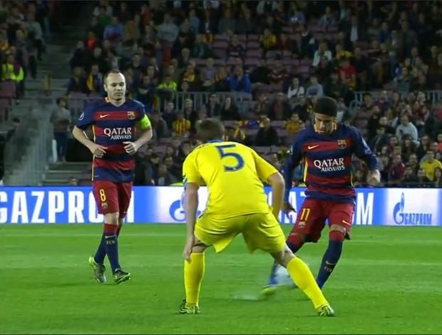 Neymar usa faixa na cabeça diante do BATE - CHampions