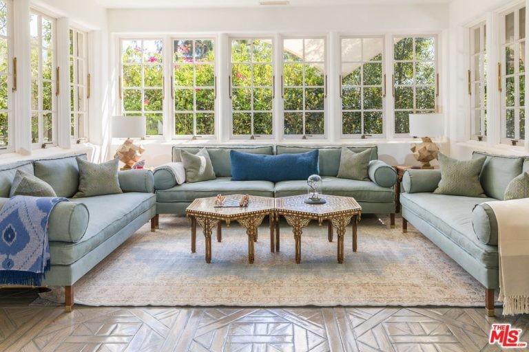 Sala de estar da mansão de Katy Perry em Hollywood Hills (Foto: Divulgação / Trulia)