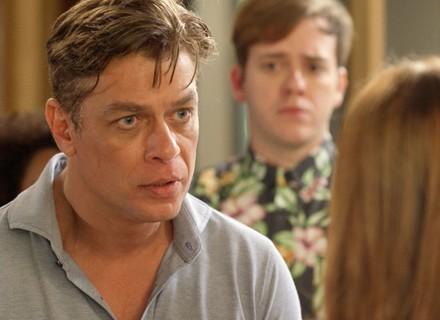 Arthur convida Eliza para  morar com ele