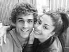Sem maquiagem, Aline Riscado posta foto e faz declaração de amor