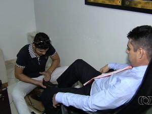 Engraxate passa na OAB depois de fazer a prova seis vezes, em Goiânia, Goiás (Foto: Reprodução/TV Anhanguera)