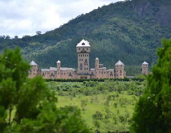 Castelo do deputado estadual mineiro Leonardo Moreira (PSDB) está à venda por R$ 40 milhões. (Foto: Nathalie Guimarães/G1)