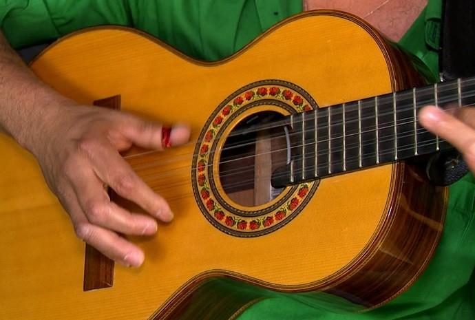O cururu, desafio em trovas ao som de violas caipiras, é bastante popular em Votorantim (Foto: Reprodução/TV TEM)
