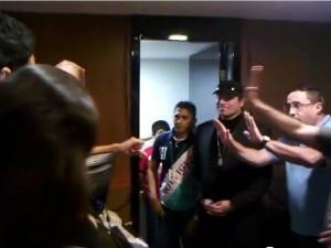 Vídeo na internet mostra momento em que público reclama com administração do shopping (Foto: Isaac Pereira/Arquivo Pessoal)