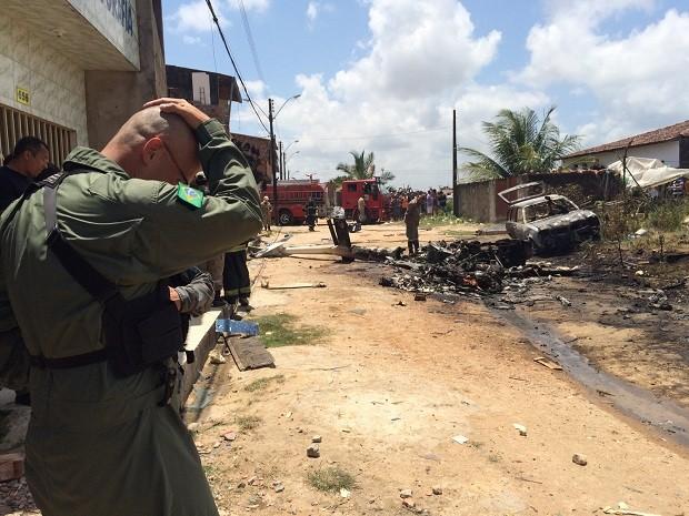 Militar lamenta cena encontrada no local do acidente (Foto: Carolina Sanches/G1)