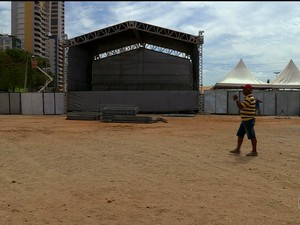 Estrutura da festa da virada está sendo montada na Orla de Petrolina (Foto: Reprodução/ TV Grande Rio)