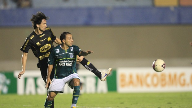 Goiás x Criciúma Iarley e Matheus Ferraz (Foto: Cristiano Borges/O Popular)