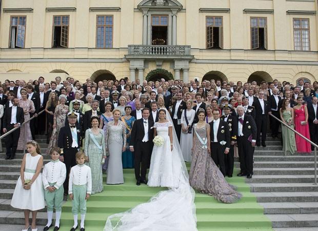 Casamento da princesa Madeleine, filha mais nova do rei da Suécia, casou-se com o financista americano Christopher O'Neill, em Estocolmo, no sábado (8) e reuniu representantes monárquicos de diferents países (Foto: AP)