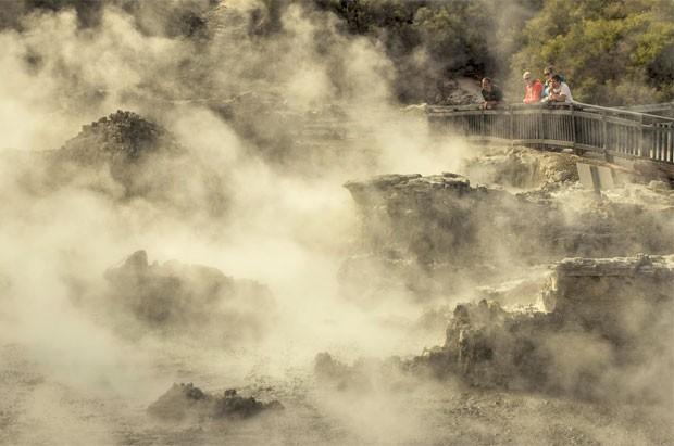 Algumas das piscinas naturais do Hells Gate têm nomes sugestivos, como o conjunto que se chama Inferno e tem as piscinas de Sodoma e Gomorra (Foto: Divulgação/Hells Gate)