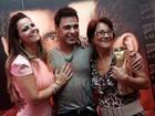 Viviane Araújo leva a mãe ao show de Zezé di Camargo e Luciano