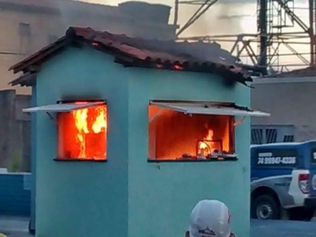 Apesar do susto, ninguém ficou ferido  (Foto: Central Notícia/ Luciano Castro)