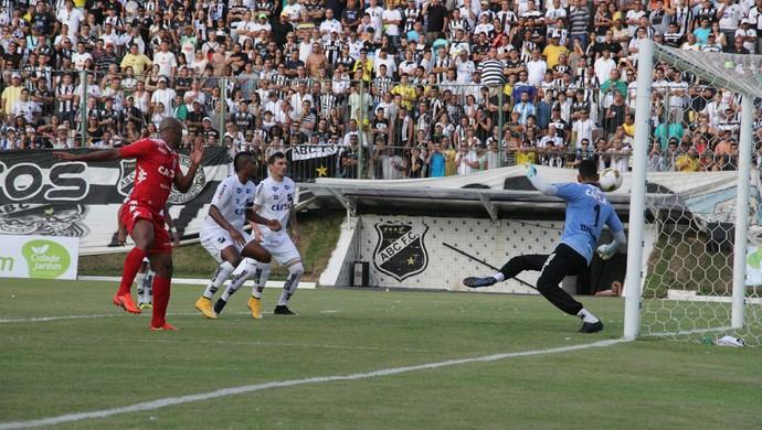 Flávio Boaventura América-RN gol final (Foto: Fabiano de Oliveira)