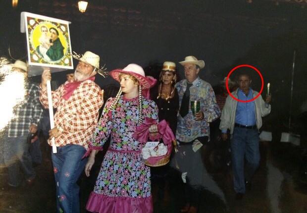 Em festa junina na Granja do Torto, Bumlai (assinalado com o círculo) dança quadrilha com o ex-presidente Lula e dona Marisa (Foto: x)