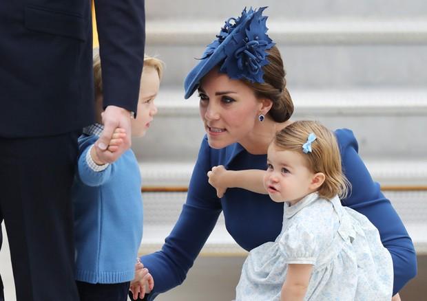 George leva bronca de Kate Middleton no meio da pista do aeroporto (Foto: Getty Images)