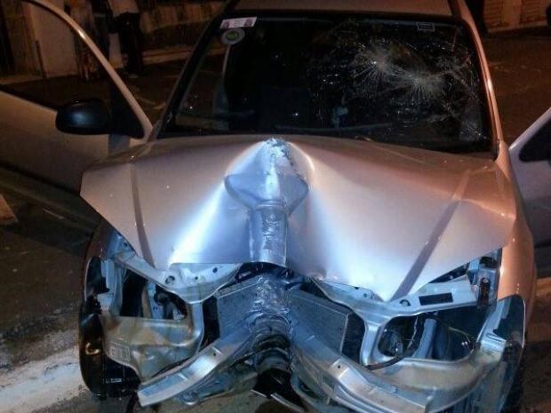 Carro fica destruído após acidente em Goiânia, Goiás (Foto: Reprodução/ Ugopoci)